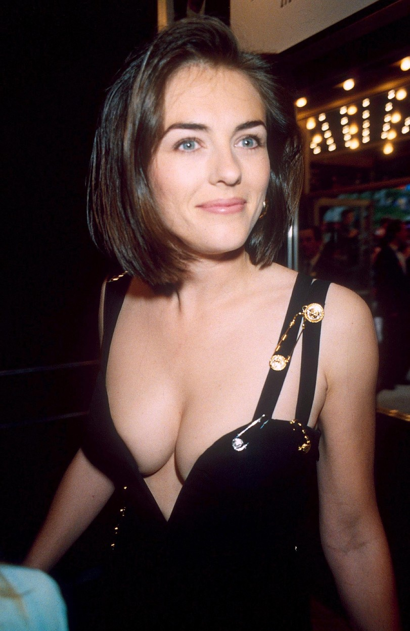 LIZ HURLEY 'FOUR WEDDINGS AND A FUNERAL' FILM PREMIERE, LONDON, BRITAIN - 1994,Image: 230941762, License: Rights-managed, Restrictions: , Model Release: no, Credit line: RICHARD YOUNG / Shutterstock Editorial / Profimedia