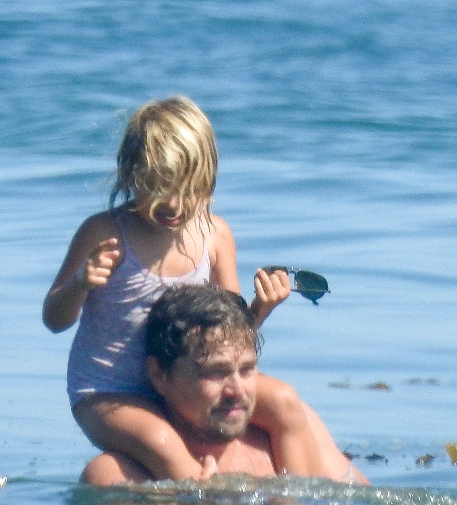 Malibu, CA  - *EXCLUSIVE*  - Leonardo DiCaprio cools off in the ocean while enjoying a fun summer day at the beach with his family in Malibu.  BACKGRID USA 14 AUGUST 2020,Image: 552613138, License: Rights-managed, Restrictions: , Model Release: no, Credit line: RMBI / BACKGRID / Backgrid USA / Profimedia