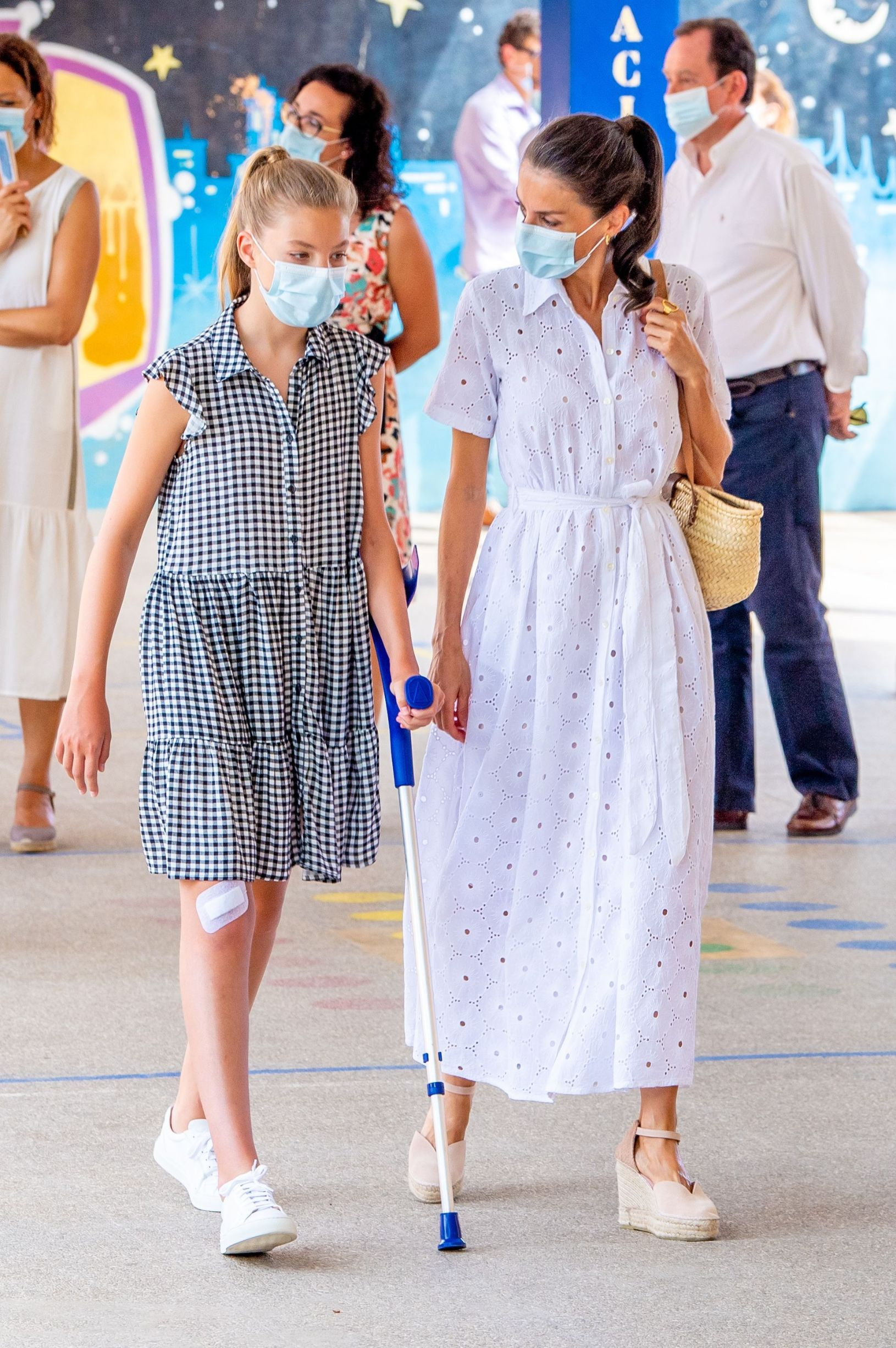 Queen Letizia and Infanta Sofia on crutches due to an injured knee during a visit to Centro Socioeducativo Naum at Son Roca, Mallorca, Spain. Spanish Royals visit to Naum Socio-educational Center, Palma, Balearic Islands, Spain - 11 Aug 2020,Image: 551625456, License: Rights-managed, Restrictions: , Model Release: no, Credit line: - / Shutterstock Editorial / Profimedia