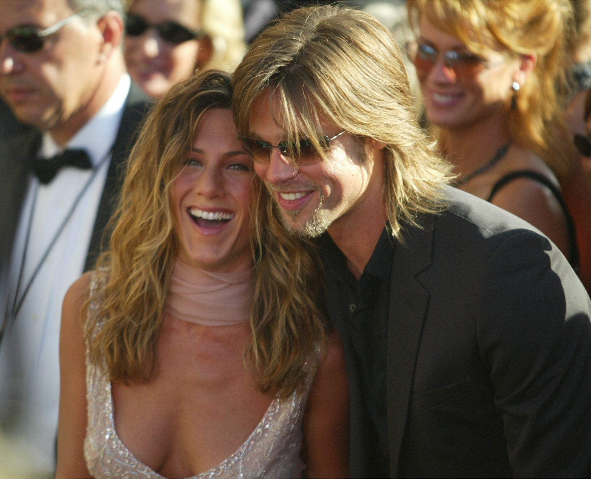 Sept. 22, 2002 - U.S. - KRT ENTERTAINMENT STORY SLUGGED: TV-EMMYS KRT PHOTOGRAPH BY MARK AVERY/ORANGE COUNTY REGISTER (September 22) LOS ANGELES, CA - Jennifer Aniston and Brad Pitt arrive at the 54th Annual Primetime Emmy Awards on Sunday, September 22, 2002, in Los Angeles, California. (OC) NC KD BL 2002 (Horiz) (Digital image) (mvw),Image: 193640586, License: Rights-managed, Restrictions: , Model Release: no, Credit line: Orange County Register / Zuma Press / Profimedia
