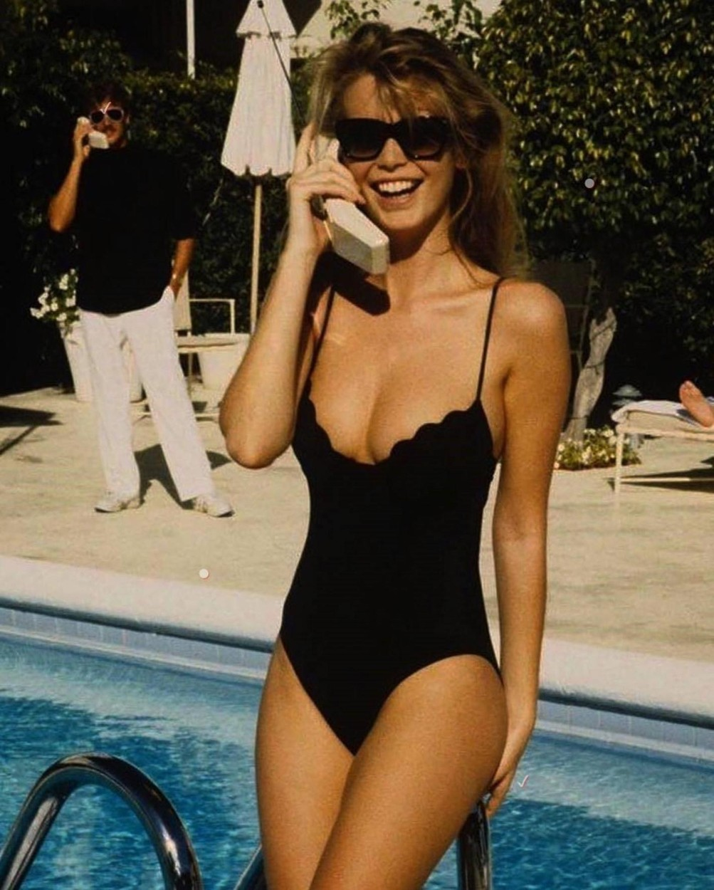 Claudia Schiffer (claudiaschiffer / 02.08.2018): on holiday, cant come to the phone X . #tbt #90s #summertime