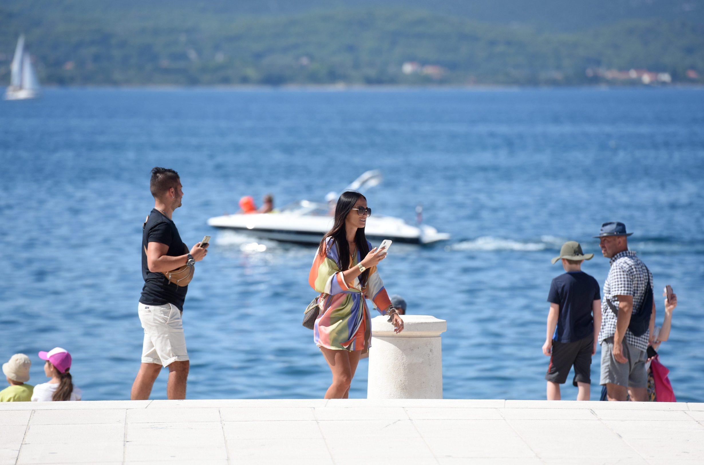 Zadar, 250820. Na zadarskoj rivi kod Pozdrava sunca danas je bio vezan brod za kruzna putovanja Le Champlain francuskog brodara Ponant kapaciteta 174 putnika. Foto: Jure Miskovic / CROPIX