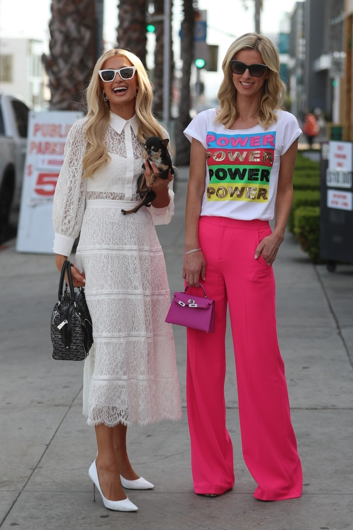 West Hollywood, CA  - Paris and Nicky Hilton pose up for photos after shopping together at Alice & Olivia in West Hollywood.  BACKGRID USA 5 MARCH 2020,Image: 503628565, License: Rights-managed, Restrictions: , Model Release: no, Credit line: HollywoodFixTV.com / BACKGRID / Backgrid USA / Profimedia