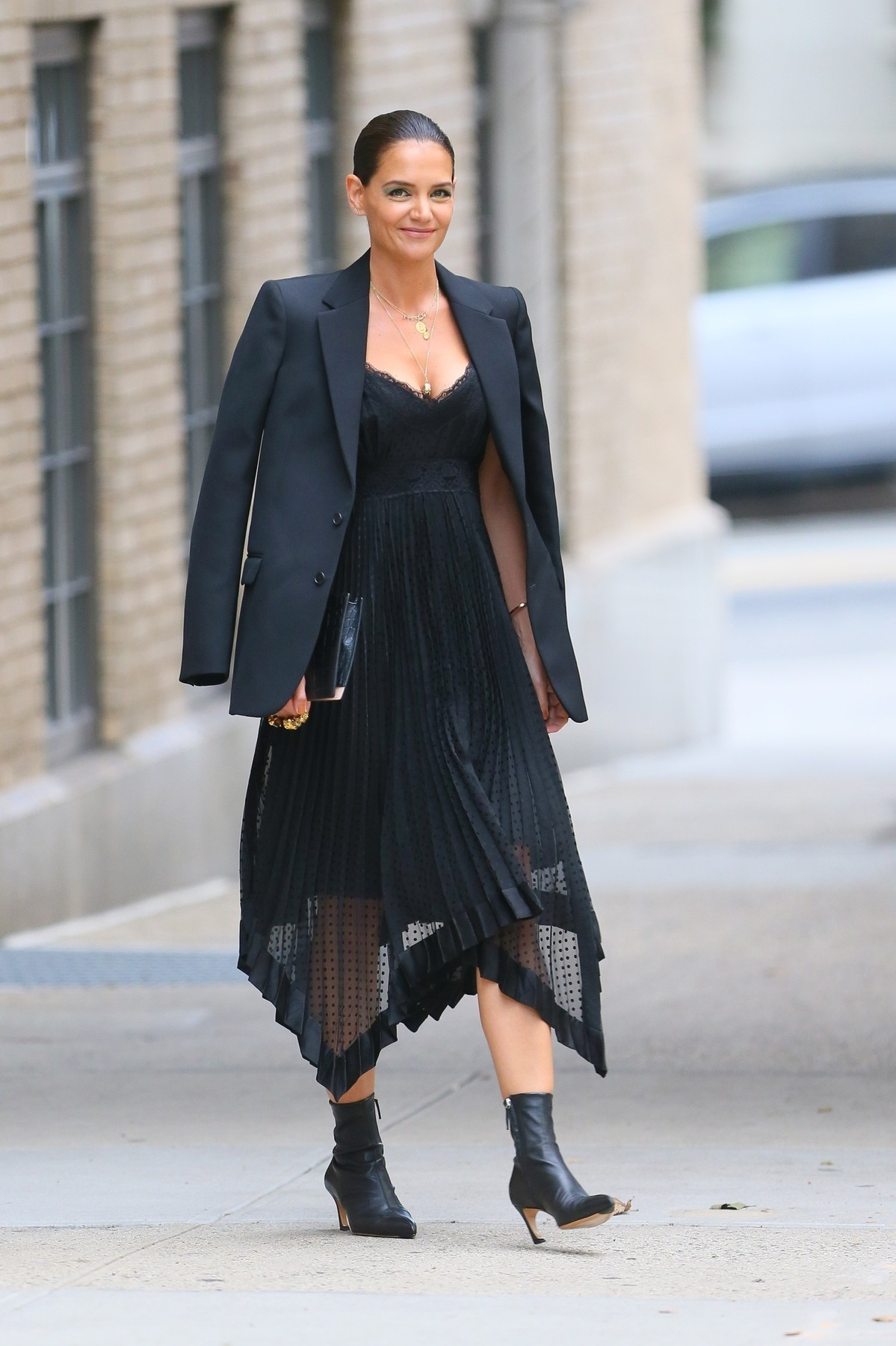 New York, NY  - Actress and model Katie Holmes is all prepped for a fashionable event at Zimmermann in NYC. The mother, actress, and model, leaves her apartment with natural-looking make-up accentuated with smokey eyeshadow.  BACKGRID USA 4 SEPTEMBER 2019,Image: 469176394, License: Rights-managed, Restrictions: , Model Release: no, Credit line: T.JACKSON / BACKGRID / Backgrid USA / Profimedia