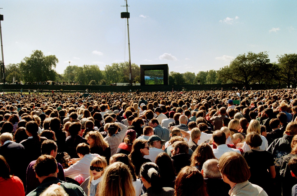 GB. London. Hyde Park, large screens were errected to accomodate the huge numbers wanting to watch the service.,Image: 190569187, License: Rights-managed, Restrictions: , Model Release: no, Credit line: Peter Marlow / Magnum Photos / Profimedia