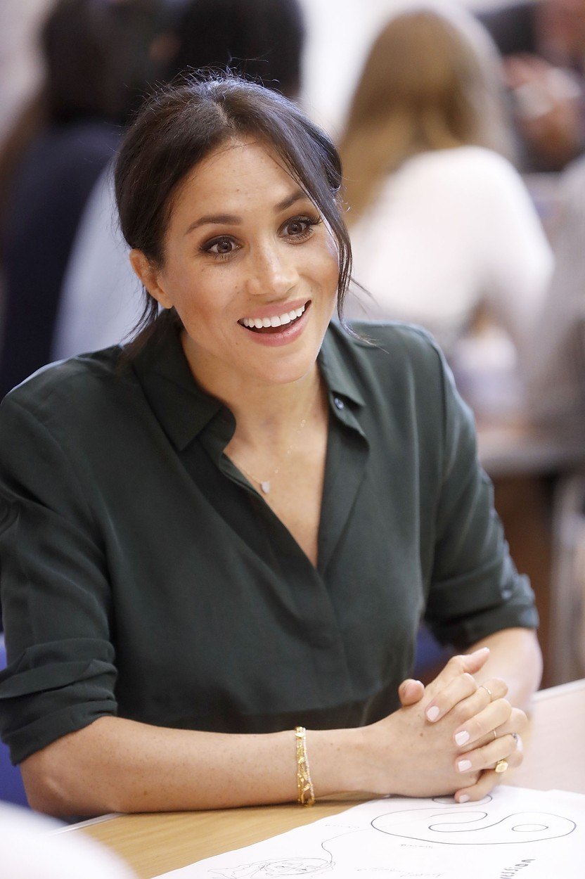 Meghan Duchess of Sussex makes an official visit to the Joff Youth Centre Prince Harry and Meghan Duchess of Sussex visit to Sussex, UK - 03 Oct 2018 The Duke and Duchess married on May 19th 2018 in Windsor and were conferred The Duke & Duchess of Sussex by The Queen.,Image: 389653660, License: Rights-managed, Restrictions: , Model Release: no, Credit line: - / Shutterstock Editorial / Profimedia