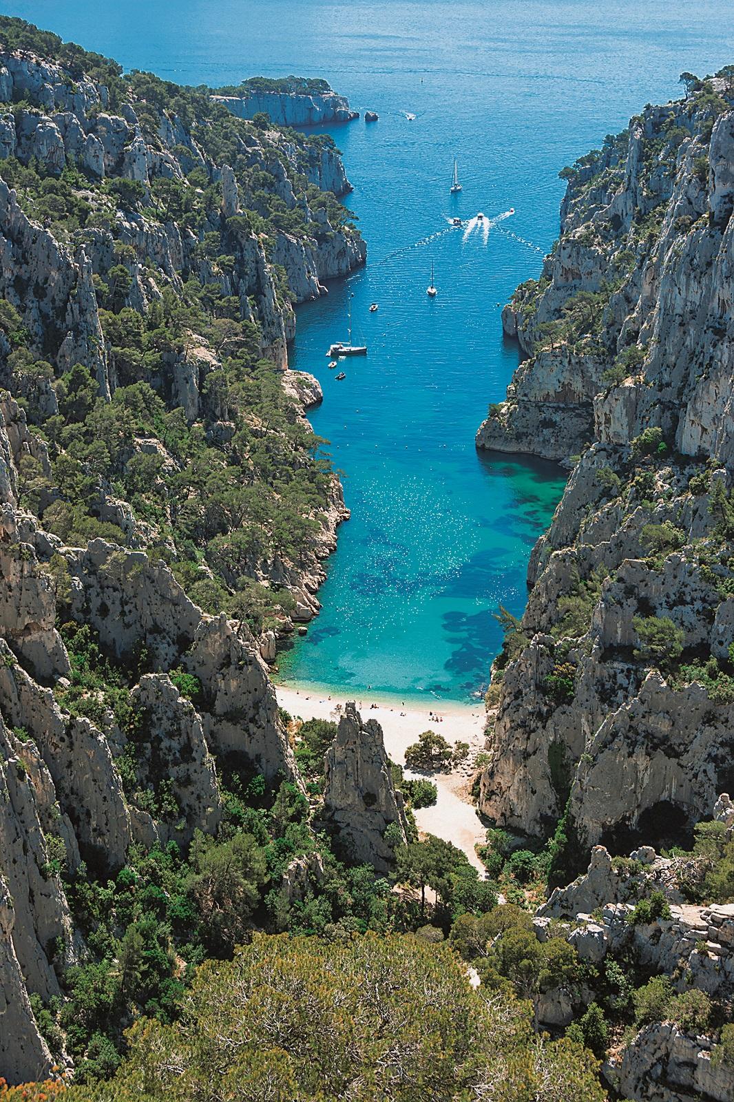 France, Cote d'Azur, Cassis, Calanque d'en Vau, Calanques landscape