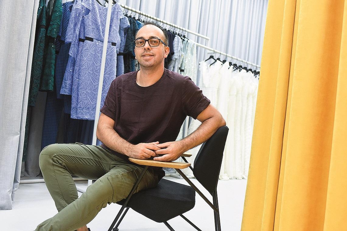 Zagreb, 230720. Trg kralja Tomislava 19. Ivan Alduk, modni dizajner u svom modnom salonu. Foto: Darko Tomas / CROPIX