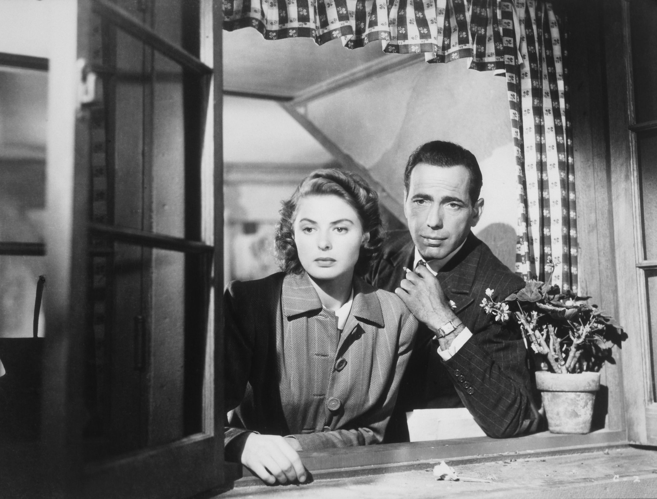 Jan. 1, 1940 - Humphrey Bogart and Ingrid Bergman Looking Out Window, On-Set of the Film, Casablanca, 1942,Image: 190612918, License: Rights-managed, Restrictions: PLEASE NOTE: Entertainment Pictures is not the copyright owner of this or any television or film publicity image, but only provides access to the material. Additional permissions may be required. Image NOT available for commercial use, ONLY editorial use., Model Release: no, Credit line: JT Vintage / Zuma Press / Profimedia
