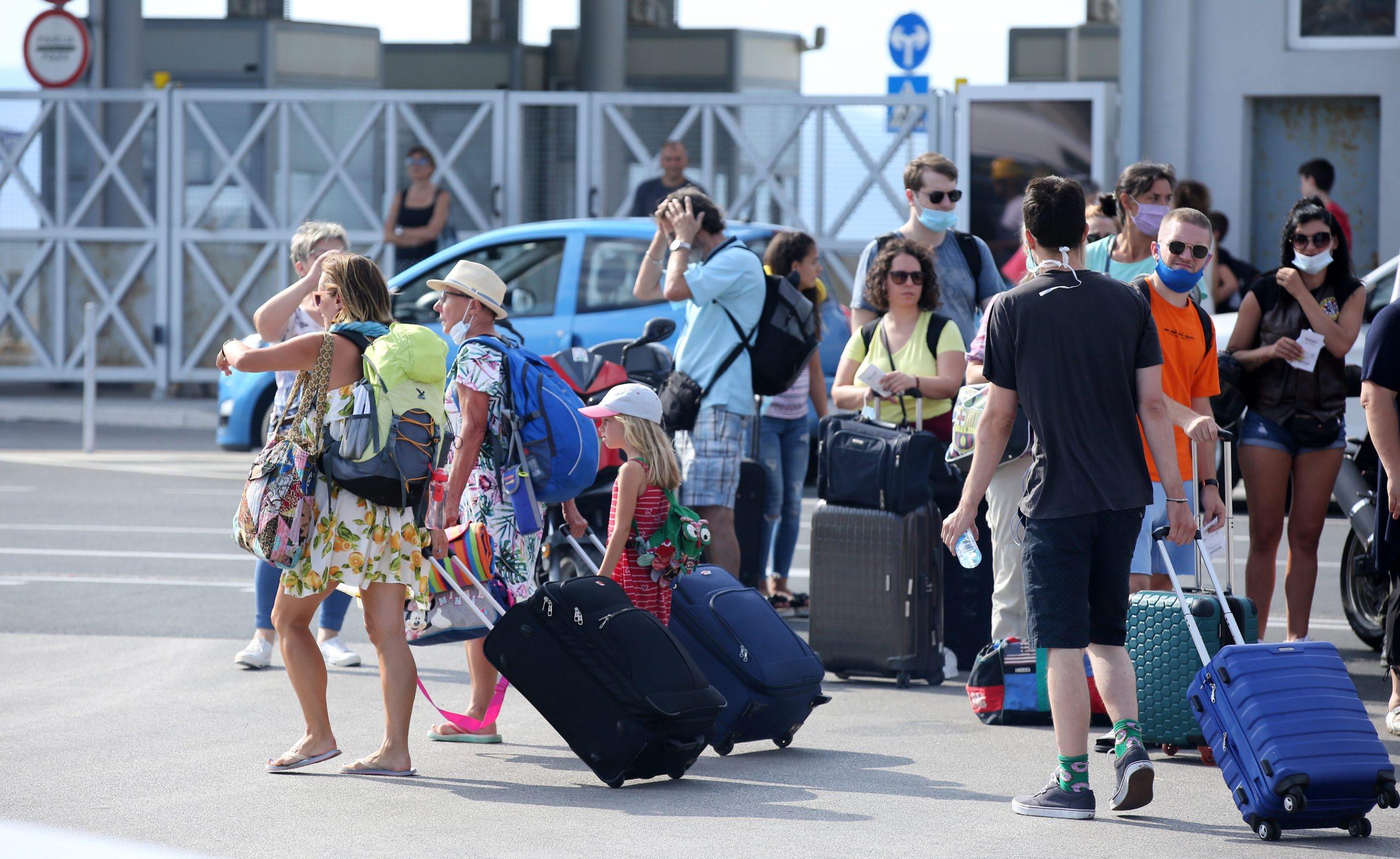 Split, 290820. Splitska trajektna luka. Inace zaposlena i prometna trajektna luka ove je godine prazna zbog situacije s koronavirusom. Foto: Duje Klaric / CROPIX