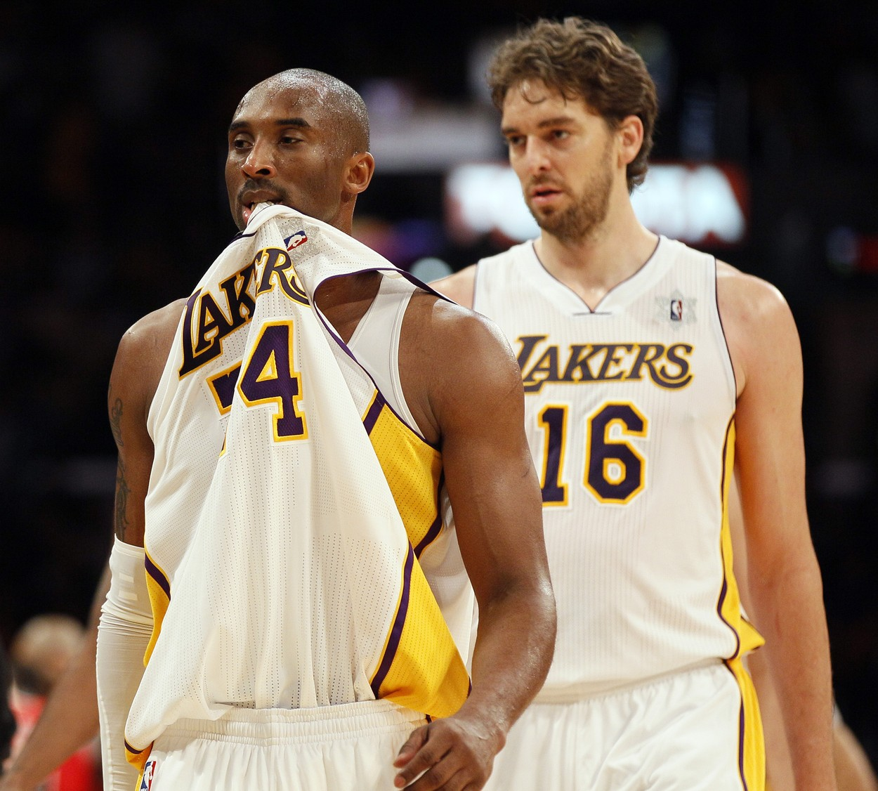 Los Angeles Lakers shooting guard Kobe Bryant (24) and Pau Gasol walk off the court in a timeout against the Chicago Bulls in the first half of their NBA basketball game in Los Angeles on December 25, 2011.,Image: 111032157, License: Rights-managed, Restrictions: , Model Release: no, Credit line: LORI SHEPLER / UPI / Profimedia