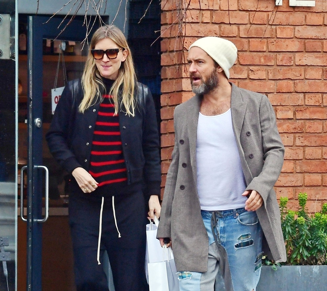 London, UNITED KINGDOM  - *EXCLUSIVE*  - WEB MUST CALL FOR PRICING - PICTURES TAKEN ON 08/03/2020 - The British Actor Jude Law sporting a bearded lookout for lunch in Primrose Hill with wife Phillipa Coan, it seems the sheepish couple may have something to tell us as Phillipa was cradling what looks like could be a baby bump and constantly trying to conceal her belly by pulling her jumper down as it kept riding up.   Jude has recently expressed how he would love to have a sixth child with Phillipa.  BACKGRID UK 20 MAY 2020,Image: 505264716, License: Rights-managed, Restrictions: , Model Release: no, Credit line: BACKGRID / Backgrid UK / Profimedia