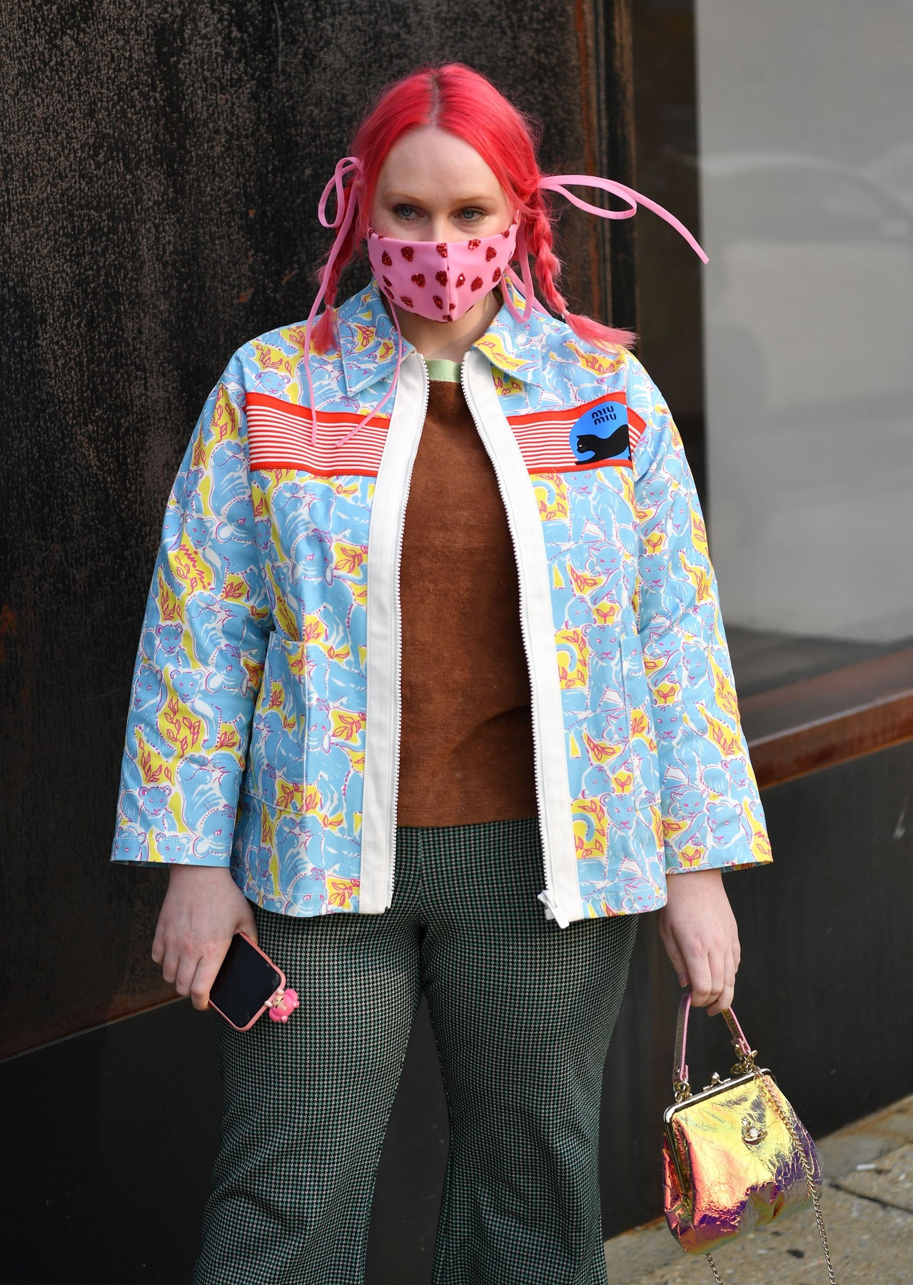 An attendee at NYFW 2020 street fashion outside Rebecca Minkoff Street Style, Spring Summer 2021, New York Fashion Week, USA - 15 Sep 2020,Image: 558179020, License: Rights-managed, Restrictions: , Model Release: no, Credit line: Stephen Lovekin / Shutterstock Editorial / Profimedia