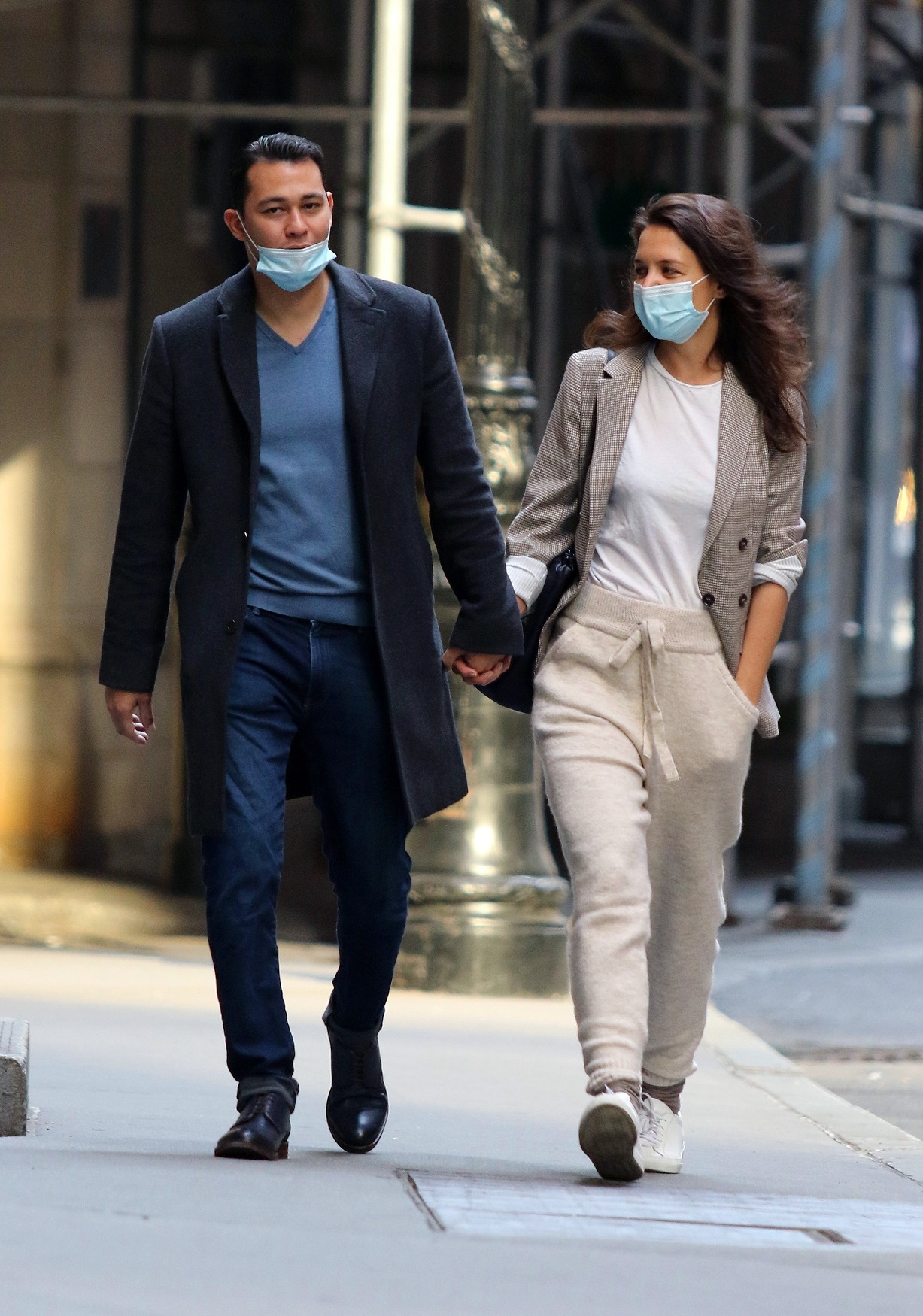 New York, NY  - Katie Holmes and boyfriend Emilio Vitolo Jr. are seen walking hand-in-hand after taking a ride in his red Pontiac from Katie's Soho apartment all the way to Downtown's Wall Street area. Emilio arrived at Katie's apt to pick her up, but first Katie invited her Chef boyfriend to her apt where the couple spent half hour inside before going for a joyride in his red Pontiac. The Chef was a gentleman as Katie patiently waited for him to open the car door for her. The new couple were all smiles as they spent the day touring New York City.  BACKGRID USA 21 SEPTEMBER 2020,Image: 559111927, License: Rights-managed, Restrictions: , Model Release: no, Credit line: BrosNYC / BACKGRID / Backgrid USA / Profimedia