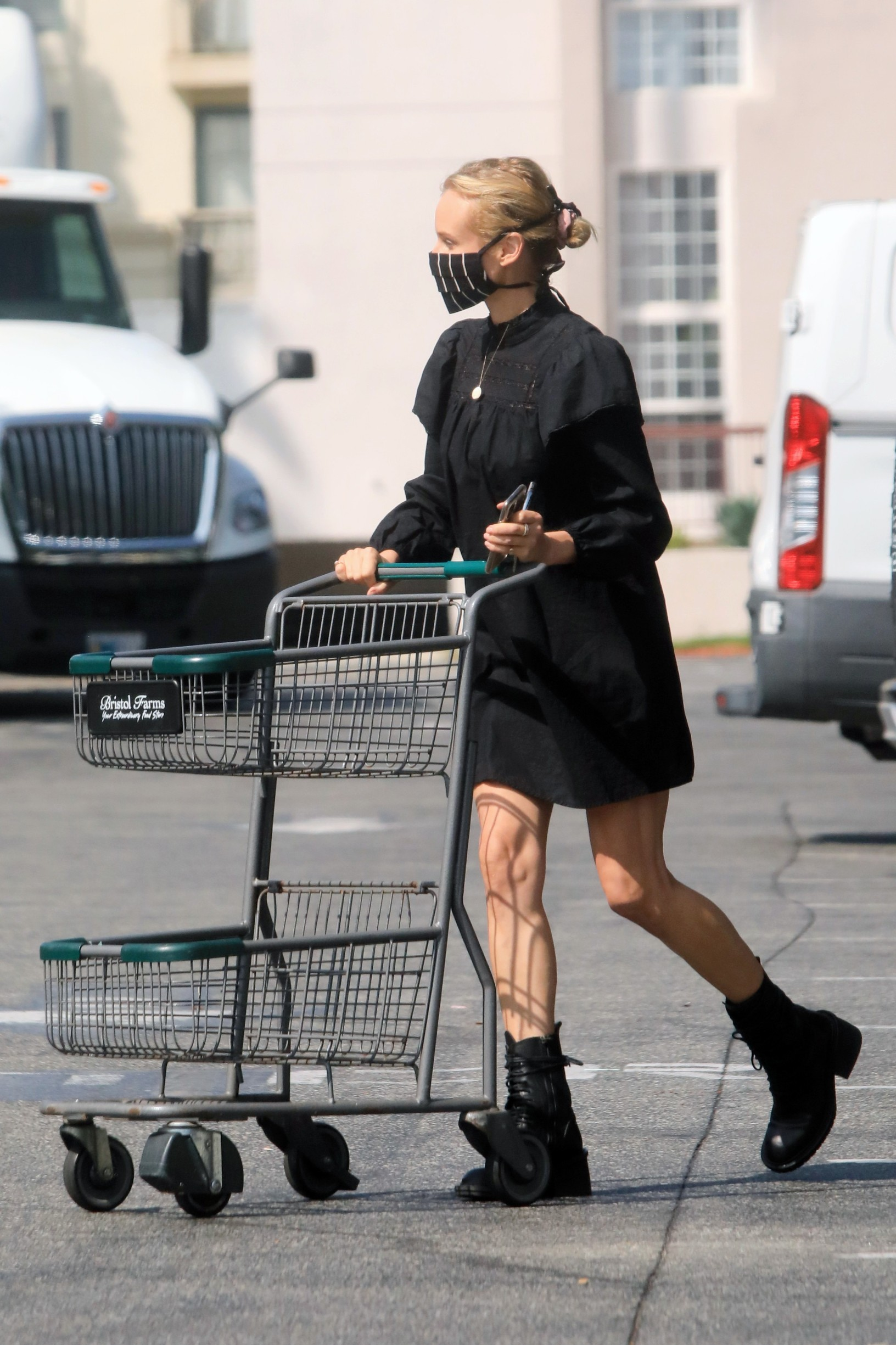 09/22/2020 EXCLUSIVE: Diane Kruger looks chic while grocery shopping in Los Angeles. The 44 year old German actress wore a black face mask, matching mini dress, and black combat boots.,Image: 559266111, License: Rights-managed, Restrictions: Exclusive NO usage without agreed price and terms. Please contact sales@theimagedirect.com, Model Release: no, Credit line: TheImageDirect.com / The Image Direct / Profimedia