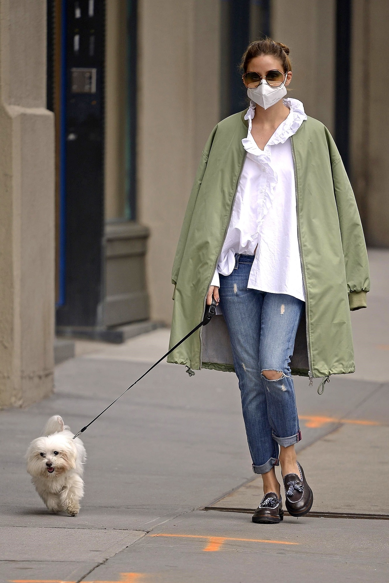 New York, NY  - *EXCLUSIVE*  - Fashion guru Olivia Palermo seen walking her dog Mr. Butler while wearing a mask during the Coronavirus pandemic in New York City.  Olivia looked casual chic in boyfriend button up tee with jeans and a trendy parka style bomber jacket thrown over her shoulders.  Olivia noticeably wasn't wearing her wedding ring, are her and husband Johannes Huebl on rocky terms during this quarantine?  BACKGRID USA 19 MAY 2020,Image: 520657867, License: Rights-managed, Restrictions: RIGHTS: WORLDWIDE EXCEPT IN AUSTRIA, GERMANY, SWITZERLAND, Model Release: no, Credit line: BACKGRID / Backgrid USA / Profimedia
