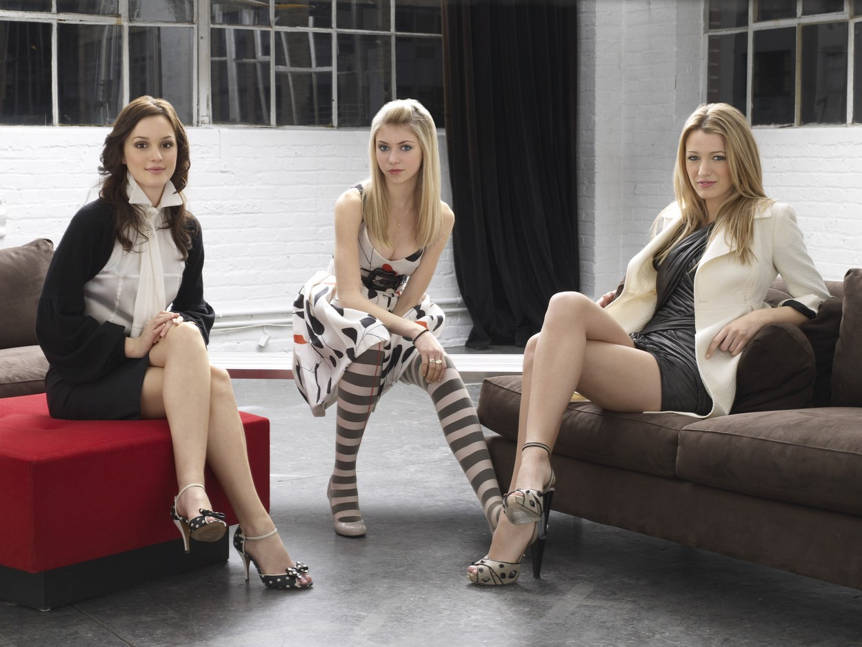 (De g à d)  in TV serie GOSSIP GIRL: serie created by Josh Schwartz, Stephanie Savage (2007) starring Blake Lively, Leighton Meester, Chace Crawford; Drama; Drame; Romance; serie; television; Tv serie; TV; serie; serie internationale; americain; american; actrice; actress; Filmography Blake Lively; Filmography; Blake Lively; carrière; Série adaptée de l'oeuvre de Cecily von Ziegesar; series adapted the work of Cecily von Ziegesar; Warner Bros Television; CBS Paramount Television; Saison 2; 2009 NOTE: ACCESS RIGHTS ONLY This is a publicly distributed handout SunsetBox provides access rights only and does not license the copyright in the image This is a PR photo Sunsetbox does not claim any Copyright or License in the attached material Fees charged by Sunsetbox are for Sunsetbox's services only, and do not, nor are they intended to, convey to the user any ownership of Copyright or License in the material By publishing this material, the user expressly agrees to indemnify and to hold Sunsetbox harmless from any claims, demands, or causes of action arising out of or connected in any way with user's publication of the material,Image: 299313150, License: Rights-managed, Restrictions: , Model Release: no, Credit line: Sunset Box / Allpix Press / Profimedia
