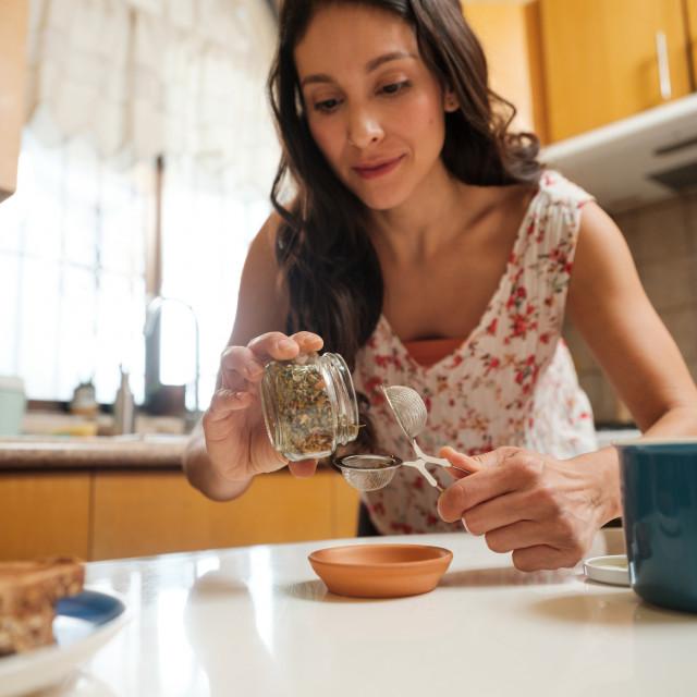 Konzumiranje čaja općenito je povezano s brojnim zdravstvenim prednostima