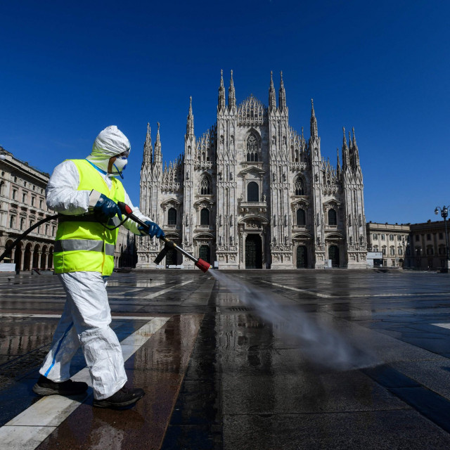 Milano, ispred katedrale, u utorak 31. ožujka tijekom dana