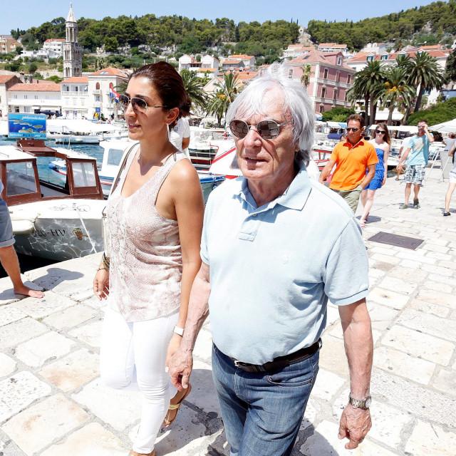 Bernie Ecclestone sa suprugom Fabianom redovito posjećuje Jadran, uživali su prije nekoliko godina i na Hvaru, a Dubrovniku su već tradicionalno vjerni