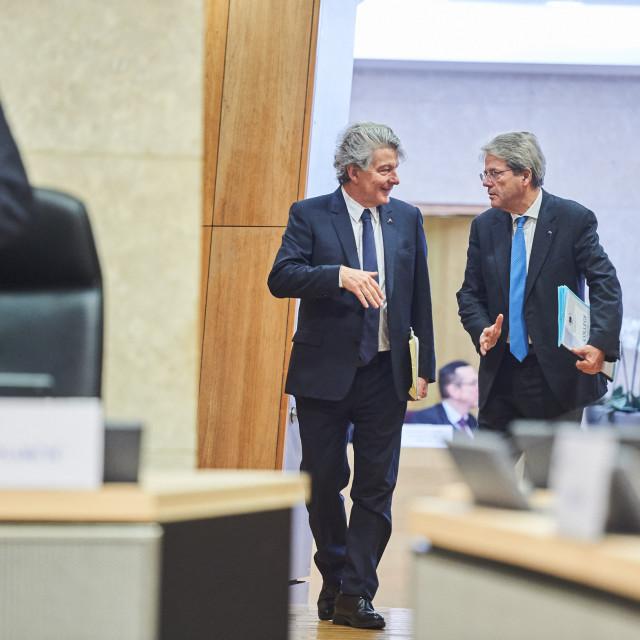 Europski povjerenici za unutarnje tržište, Thierry Breton (lijevo) i ekonomiju, Paolo Gentiloni