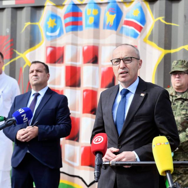 Defence Minister Damir Krsticevic (right) and Health Minister Vili Beros (left)