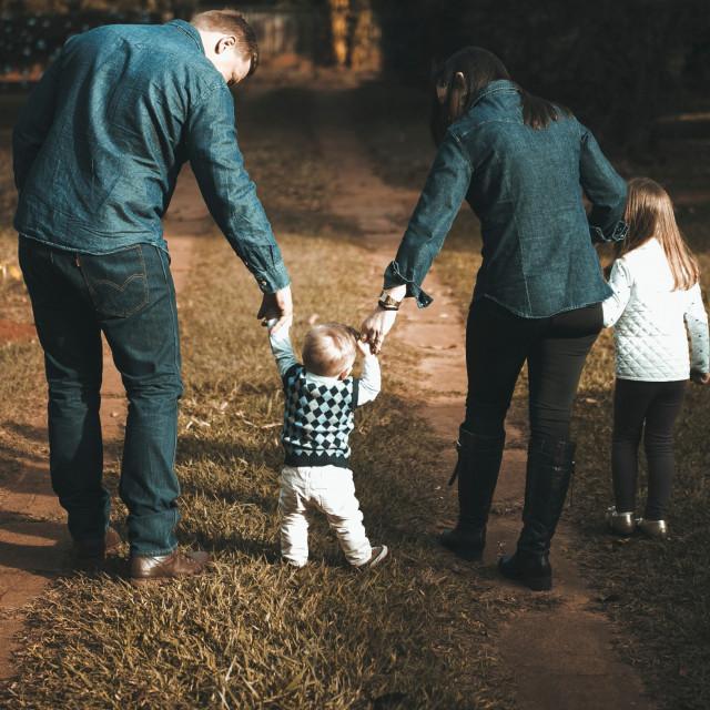 Obitelj u šetnji_priroda