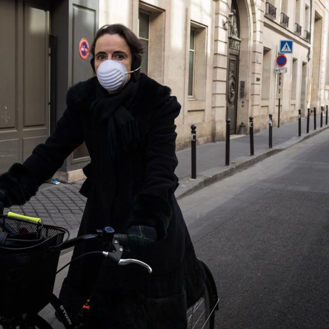 Maska na licu, bicikl, prazna ulica: novo normalno i za belgijsku spisateljicu Amelie Nothomb