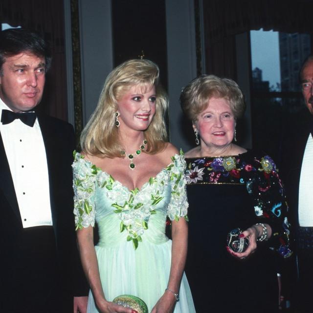 Donald Trump kasnih osamdesetih s roditeljima i prvom suprugom - na vrhuncu životnog uspjeha