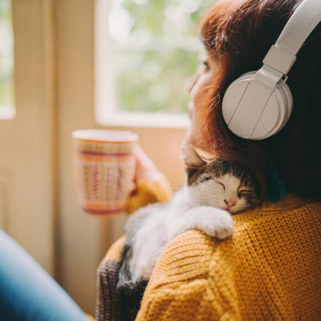 Glazba koja opušta ima tempo oko 60 udaraca u minuti,  sporijeg je ritma, tiša, jednostavnije melodije