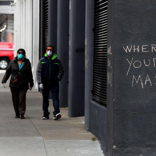 """Grafit u San Franciscu koji prolaznike pita: """"Gdje je tvoja maska?"""""""
