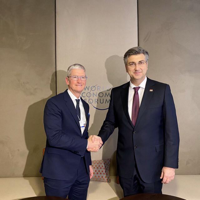 Andrej Plenković i Tim Cook tijekom sastanka u Davosu (siječanj 2020.)