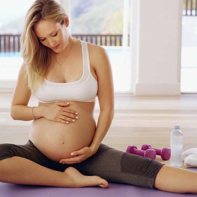 Tijekom nadzora trudnoće zdrave žene bez nepovoljnih ishoda ranijih trudnoća dovoljna su tri ultrazvučna pregleda