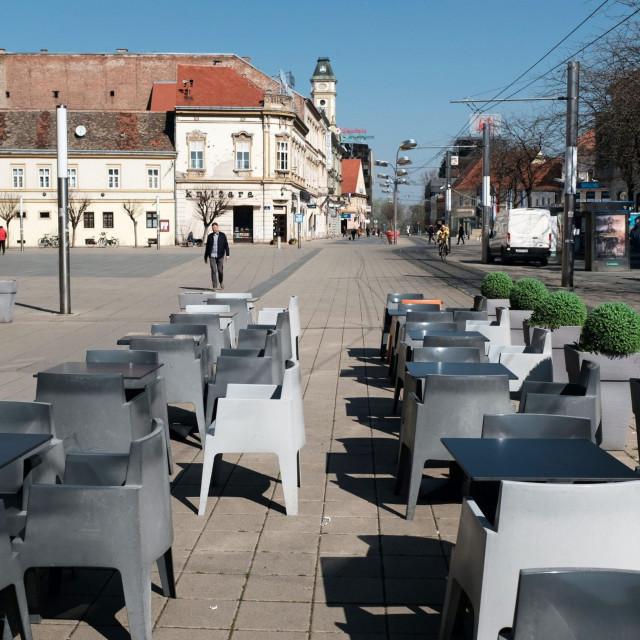 Osijek, terase zatvorenih kafića