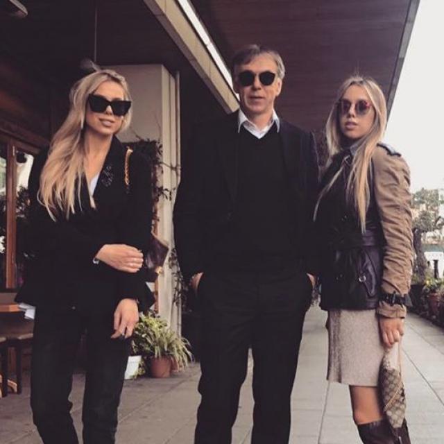 Nikola Jurčević s kćerima Lanom i Laurom