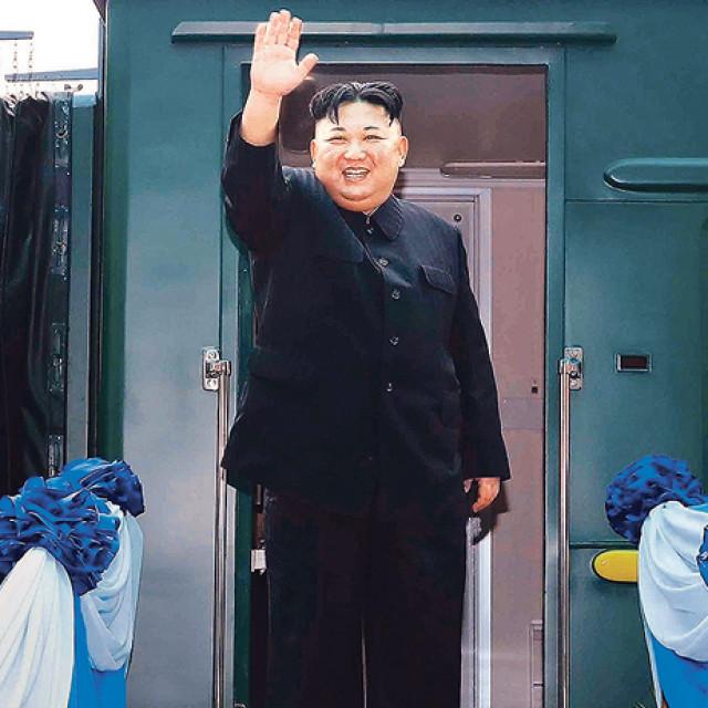 Poseban vlak za lidera Sjeverne Koreje (na fotografiji) je sredstvo kojim su najviše voljeli putovati njegovi otac i djed, a sada i Kim. Nema dovoljno dobar zrakoplov