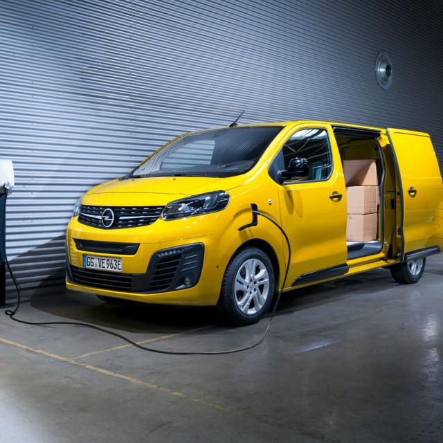 2021-Opel-Vivaro-e-4