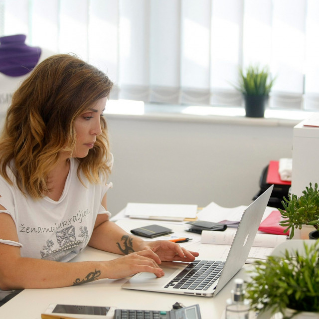Lana Klingor Mihić u uredu