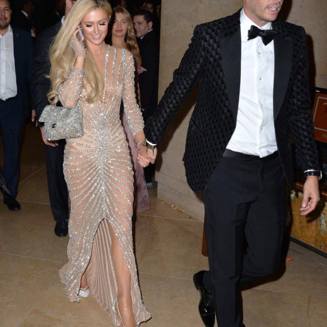 Paris Hilton s dečkom na zabavi uoči dodjele Zlatnih globusa