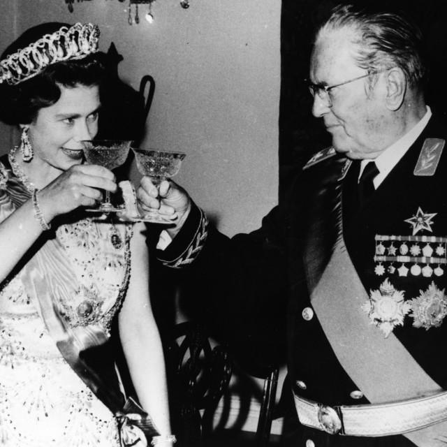 Tito u društvu kraljice Elizabete II.