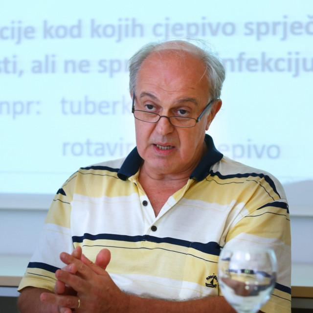 Dr. Ivo Ivić, specijalist infektolog u splitskoj bolnici, inače i predstojnik Katedre za infektologiju Medicinskog fakulteta u Splitu