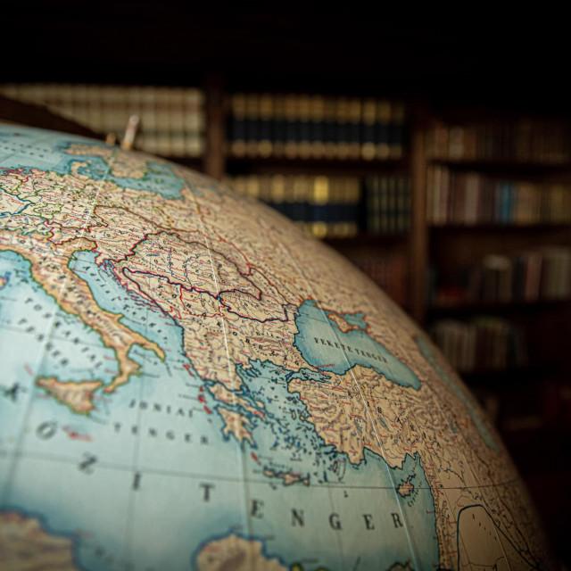 """Globus sa spornom kartom """"Velike Mađarske"""""""