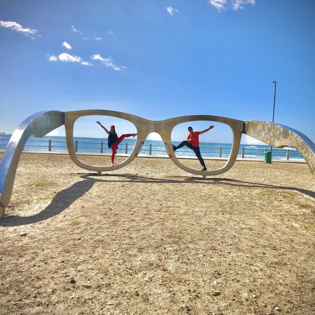 Skulptura naočala na promenadi Sea Point simbolizira demokratsku viziju Nelsona Mandele, južnoafričkog borca protiv rasne diskriminacije.