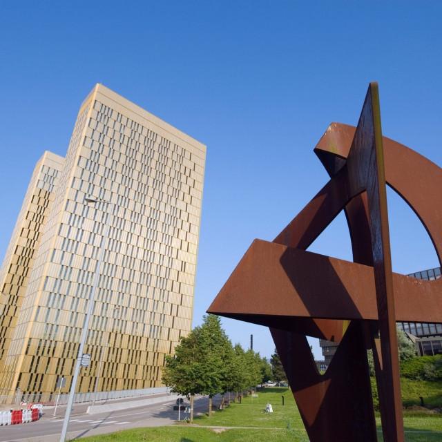 Kirchberg Plateau u Luksemburgu, u pozadini zgrada Europskog suda (Sud EU)