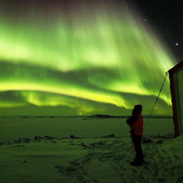 Fotografija snimljena još u travnju 2017. u znanstvenoj postaji Davis na Južnom polu prvi put je objavljena sredinom travnja 2020. godine