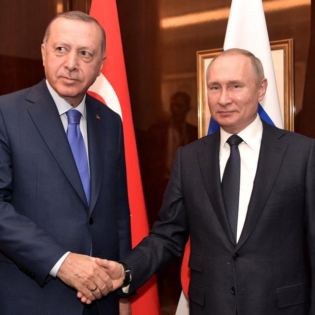 Turski predsjednik Recep Tayyip Erdogan i ruski kolega Vladimir Putin. Obojica su se našli u teškom položaju zbog ekonomskih problema