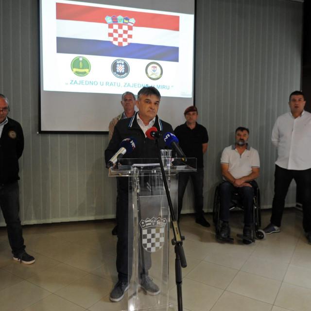 Zoran Maras (za govornicom)