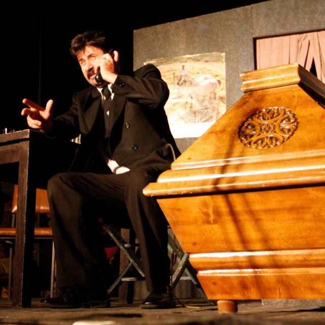 Vedran Mlikota u  predstavi 'Cinco i Marinko' 2009. godine