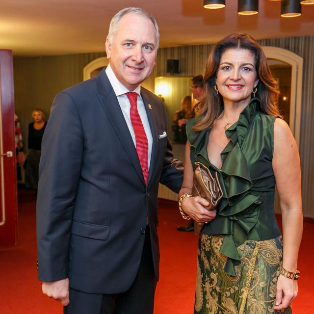 Andro Krstulović Opara sa suprugom Danielom na premijeri Rigoletta u HNK Split