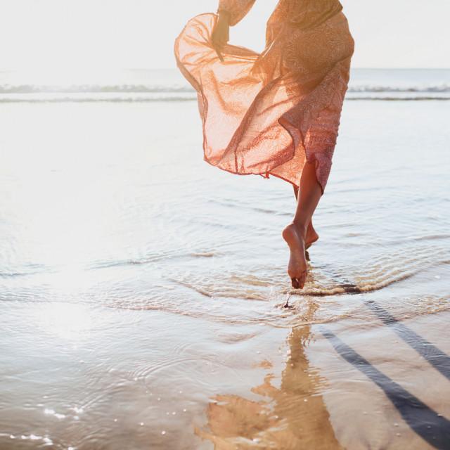 Najjednostavniji oblik uzemljenja je bosonogo hodanje po travi, pijesku, prašini